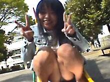 公園でパンチラしながら無邪気に遊ぶ国分寺のセフレ!純情そうな顔して巨乳をぷるんぷるんっ!