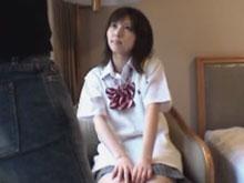 緊張した表情でオジサンに写真を撮られまくる制服JKの円光SEXが生々しすぎる…